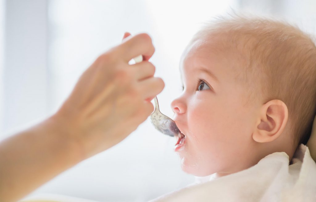Spoonfeeding is an effective way to start with solid foods for babies.